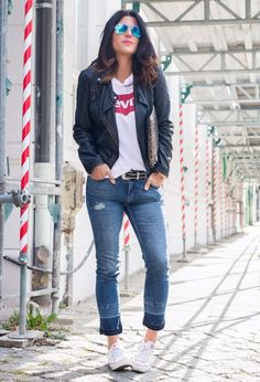 Outfit with white t,shirts of the brand levis on Chicisimo