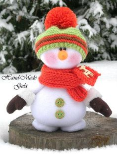 Beaded Christmas Ornaments, Handmade Christmas Decorations, Christmas Items, Felt Ornaments, Christmas Snowman, Christmas Projects, Snowman Crafts, Christmas Crafts, Snowmen Pictures