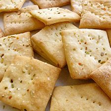 Gourmet soda crackers from King Arthur Flour. I love King Arthur and I can get it at a regular grocery store. Tostadas, Soda Crackers, Homemade Crackers, Pizza Flavors, Bon Dessert, Galletas Cookies, King Arthur Flour, Chapati, Appetizers