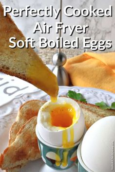 Air fryer soft boiled eggs are a fool-proof no-fuss method for cooking eggs with a semi-solid white and a soft liquid yolk that are perfect for dipping! Egg Recipes For Breakfast, Brunch Recipes, Dinner Recipes, Sunday Breakfast, Sweets Recipes, Cocktail Recipes, Air Fryer Recipes Vegan, Air Fryer Healthy, Healthy Food