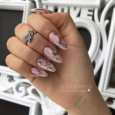 15 Almond nail designs that will become your obsession in 2019 Aycrlic Nails, Cute Nails, Pretty Nails, Hair And Nails, Minimalist Nails, Basic Nails, Almond Acrylic Nails, Almond Nail Art, Finger Nail Art