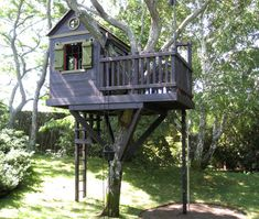 Awesome Tree House Ideas for Your Backyard. Playing in tree houses always fascinating. It is too much fun to build your own tree house when you are a child. Play Structures For Kids, Outdoor Play Structures, Building A Treehouse, Build A Playhouse, Treehouse Kids, Casas Club, Luxury Playhouses, Tree House Plans, Tree House Designs