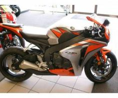 This 2011 Honda CBR1000RR Sportbike Motorcycle is one of the good street bikes. It is powerful, agile in riding and well equipped with standard features. Only few bikes of its class can match up to its performance. Honda CBR1000RR sportbike is one of the perfect bikes for performing on superbike tracks across the world