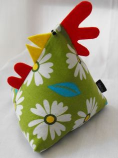 Fat Hen Fabric Chicken Door Stop. I think I'll add yo yo's to the back and make him into a turkey! Fabric Crafts, Sewing Crafts, Diy Crafts, Easter Crafts, Christmas Crafts, Doorstop Pattern, Fabric Door Stop, Craft Projects, Sewing Projects