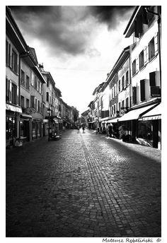 Google Image Result for http://th08.deviantart.net/fs51/PRE/i/2009/276/8/2/Dark_City_Street_by_dev_MaTuS.jpg