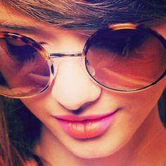 ae02906b5e957 Será que esta moda da boca bicolor irá pegar   O óculos já é uma aposta do  verão e reinará tambem no nosso Inverno 2013☀