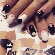 This is an example of excellent, not boring, but office manicure. Black-and-white classic is both austere and elegant. Business standards are met; there is