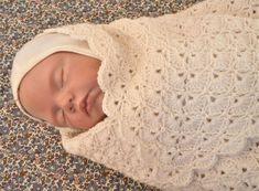 Hæklet babysvøb Chevron Crochet Patterns, Crochet Shrug Pattern, Baby Knitting Patterns, Crochet Baby Clothes, Crochet Toys, Knit Crochet, September Baby, Baby Barn, Disney Headbands