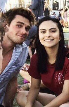Riverdale Netflix, Riverdale Cast, Betty Cooper, Cute Couples Goals, Couple Goals, Riverdale Archie And Veronica, Camilla Mendes, Black Families, Archie Comics