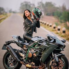 Motorcycles, bikers and more — Biker girl on Kawasaki Ninja H2R