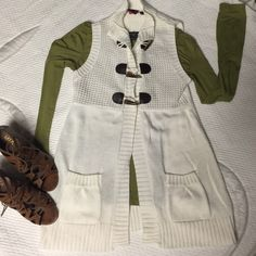 ✨Sweater vest✨ Long White Sweater vest with brown accent buttons. Side Pockets, made of 100% Acrylic Sweaters Cardigans