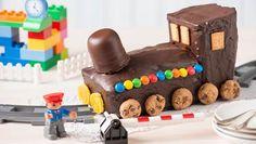 Was fährt denn da auf die Kaffeetafel? Ein köstlicher Eisenbahn-Kuchen aus der Kastenform. Entdecke ein tolles Backrezept.