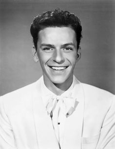 Frank Sinatra in a publicity still for 'Till Clouds Roll By'. Mia Farrow, Ava Gardner, Nancy Sinatra, Vintage Hollywood, Classic Hollywood, Young Frank Sinatra, Gene Kelly, Dean Martin, Hollywood Actor