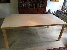 Alvar Aallon klassinen ruokapöytä. Virheetön. Päällinen valkoista laminaattia, L-jalat lakattua koivua. Pöytälevyn paksuus 5 cm. Koko: K 72, L 91, P 182 vm. Kuljetus pääkaupunkiseudulle sis. hintaan. Hintapyyntö 850