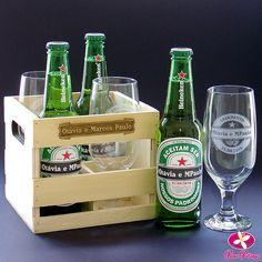 Olha que convite lembrança diferente esse kit com cerveja personalizada para os padrinhos. Caixote engradado com taça de chope e cerveja personalizados. Saiba mais em www.rosapittanga.com.br