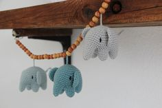 Jeg har lavet mere end 10 af disse skønne elefanter. Opskriften er oversat til dansk af dygtige Lityfa. Jeg har længe gået med tanken om en mindre version af d Crochet For Kids, Crochet Baby, Knit Crochet, Natural Baby, Diy Clothes, Crochet Hooks, Crochet Projects, Baby Shower Gifts, Needlework