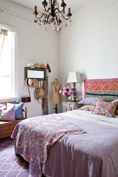 Bohemian Bedroom Decor Ideas - Discover bohemian bedrooms that will inspire you to overhaul your room this springtime. Bohemian Bedrooms, Bohemian Bedroom Design, Boho Chic Bedroom, Girl Bedrooms, Bedroom Simple, Feminine Bedroom, Ethnic Bedroom, Bohemian Apartment, Purple Bedrooms