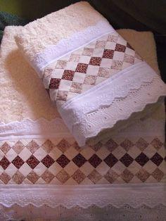 01 toalha de banho 01 toalha de rosto Dish Towels, Hand Towels, Tea Towels, Seminole Patchwork, Patchwork Bags, Patch Quilt, Quilt Blocks, Baby Sheets, Towel Crafts