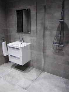 Betonlook badkamer inloopdouche badkamer tegels grijs badkamermeubel badkamer ideeen - Badkamer tegel imitatie hout ...