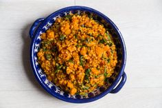 Super-healthy #meatlessmonday dinner idea; orange dal with sweet potato, spinach, and tomato!