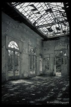 Orangerie/Conservatory- ok, it would be some work to do, but if I could have this I will shut up for ever....