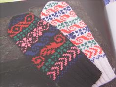 Köp & sälj begagnat & second hand online Second Hand Online, How To Purl Knit, Finland, Mittens, Knits, Gloves, Blanket, Knitting, Crochet