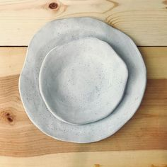 Handmade Ceramic Plates - Irregular Dinner and Salad Plates - Ceramic Dinnerware - Pottery Handmade - Informationen zu Handmade Ceramic Plates – Irregular Dinner and Salad Plates – Ceramic Dinnerwa - Pottery Plates, Slab Pottery, Ceramic Pottery, Thrown Pottery, Clay Plates, Ceramic Plates, Ceramic Art, Cerámica Ideas, Handmade Pottery