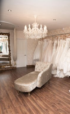 Love this room for VdV fitting room… minus the chaise longue!