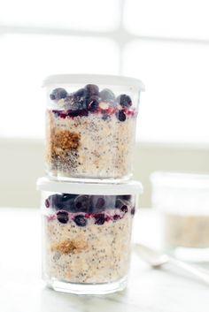 Design your own overnight oats! Learn how to make your ideal overnight oats (and make enough to last through the week) at cookieandkate.com