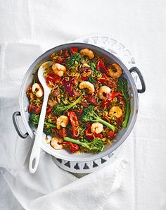 A spicy, smoky recipe made with chorizo, king prawns and rice – it& ready in just 30 minutes making it a great midweek meal. Prawn Rice Recipe, King Prawn Recipes, Curry Recipes, Rice Recipes, Seafood Recipes, Cooking Recipes, Healthy Recipes, Dinner Recipes, Pasta Recipes
