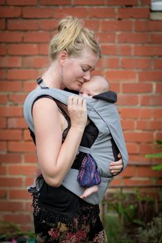The Mountain Buggy juno carrier offers 'hands free, hands through connection', and we were keen to try it out.