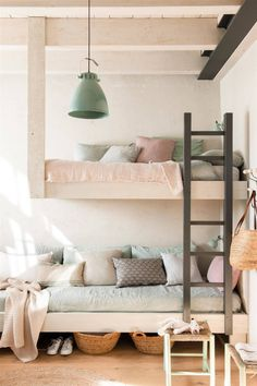 16 LETTI A CASTELLO DAVVERO SPECIALI - Design Therapy Small Space Living, Small Spaces, Decoration Inspiration, Ladder Bookcase, Bunk Beds, Kids Bedroom, Sweet Home, Baby Kids, Shelves
