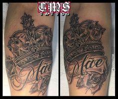 CMS Tattoo 2017 (Davi - Homenagem à Mãe)  Trampo 100% exclusivo que rolou neste domingo gelado e de muita chuva. Coroa original desenvolvida a partir de criatividade livre e ainda no topo fiz um escudo com a letra ''S'' do nome da sua mãe. O Davi me mandou umas ideias iniciais e acabei fazendo um rascunho único que foi aprovado na hora e ele já veio na sequência estampar na pele. .#tattoo2me #blackandgrey #drawing2me #inktattoo #inkstagram #sketch #tattoodraw #tattooart #artfusion…