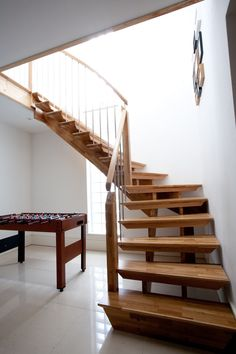Awesome Modern Simple Staircase Design Ideas With Varnished Wooden Tread And Stringer Beam Without Riser Also Grey Metal Pipe Balustrade Along Varnished Wooden Handrail Plus Newel With Wood Staircase Design Also Spiral Staircase , Attractive Ideas Designing Home Staircases: Interior