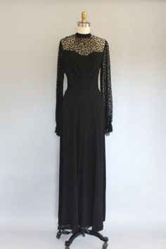 1940s dress / Crepe TATTED LACE Black Gown / Crepe Gown