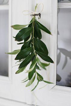 diy:  simple sprigs/greenery