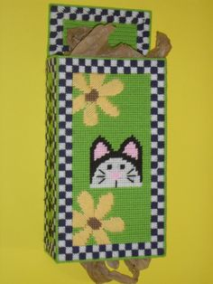 Cat and Flowers Plastic Bag Holder Grocerie by NeedlecraftGallery, Plastic Canvas Crafts, Plastic Canvas Patterns, Plastic Bag Holders, Plastic Bags, Bag Hanger, Wedding Favor Bags, Needlepoint Patterns, Fabric Bags, Organza Bags