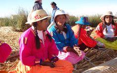 Habitantes des îles flottantes, au Pérou. Sites Touristiques, Sustainable Tourism, Travel Agency