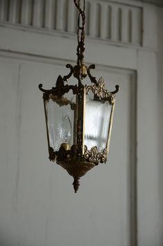 Antique lighting lantern lamp light interior french french antique french interior lighting Lan … - ALL ABOUT Antique Lanterns, Antique Lamps, Antique Lighting, Loft Interior Design, Living Room Styles, Loft Interiors, Cabin In The Woods, Lantern Lamp, Antique Interior