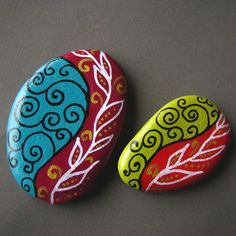 A set of Magnets. by ZamzamCreations on Etsy Rock Painting Patterns, Rock Painting Ideas Easy, Rock Painting Designs, Paint Designs, Stone Art Painting, Pebble Painting, Pebble Art, Painted Rocks Craft, Hand Painted Rocks