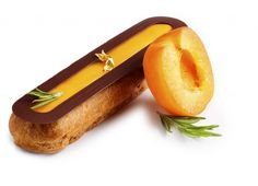 2014 I Eclair cocktail d'été I La Maison du Chocolat I Nicolas Cloiseau, MOF chocolatier I David Gébert I Pâte à chou, crème chocolat noir 68%, chocolat au lait, coeur de pulpe et jus d'abricot, romarin frais.