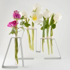 YaU Concept _ METALE _ YaU catalog martie 2013 _ aranjamente in suporti metalici cu flori de primavara