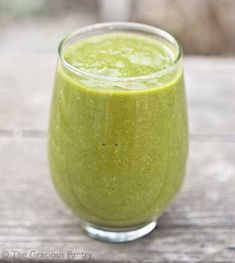 Clean Eating Super Nutrient Smoothie ~ http://www.thegraciouspantry.com
