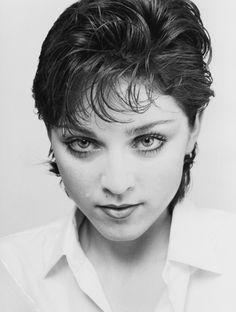 Après plus de 30 ans de carrière, Madonna ne fait pas mine de s'arrêter. À l'occasion de la sortie de son nouvel album Rebel Heart , Vanity Fair vous offre une petite séquence nostalgie de l'ultime diva de la pop.