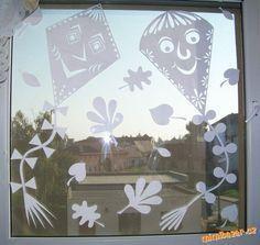 PODZIMNÍ PAPÍROVÉ PROSTŘIHOVÁNKY DRACI Diy And Crafts, Crafts For Kids, Arts And Crafts, Projects For Kids, Art Projects, Windows Color, School Decorations, Paper Stars, Kirigami