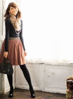 a faux fur stole looks chic whilst keeping you delightfully warm Pretty Outfits, Fall Outfits, Cute Outfits, Skirt Outfits, Mode Style, Style Me, Look Fashion, Womens Fashion, High Fashion