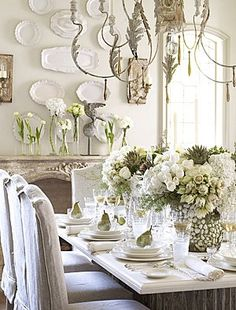 country decor Decoration decor inspiration white shabbychic french brocante vintage distressed interior home kitchen dining room Christmas Tablescapes, Christmas Table Decorations, French Decor, French Country Decorating, Country French, Country Style, French Style, Country Living, French Farmhouse