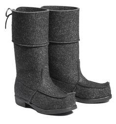 Grey wool felt boots from Töysän Kenkätehdas Bearpaw Boots, Ugg Boots, Wool Felt Fabric, Ski Bindings, Felt Boots, Apocalyptic Fashion, White Shoes, Manolo Blahnik, Your Shoes