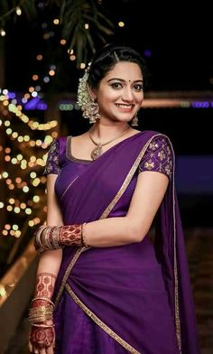 Kerala Engagement Dress, Engagement Saree, Engagement Dresses, Kerala Saree Blouse Designs, Half Saree Designs, Bridal Blouse Designs, South Indian Wedding Hairstyles, South Indian Wedding Saree, Bridal Hairstyles