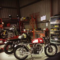Popped into #66motorcycles at their new premises in O'Connor. Fantastic space. #honda #CB350 #caferacer #suzuki #GS650 #Yamaha #MX80